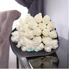 25 Роз Мондиаль белоснежных