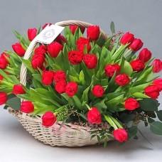 """Корзина с Тюльпанами  """"Рыцарь"""""""