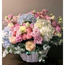 """Букет цветов в корзине  """"Сладкая"""""""