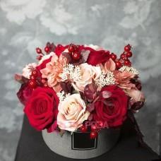 """Розы в шляпной коробке """"Гардемарины"""""""