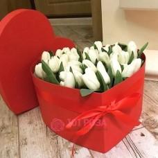 """Тюльпаны в шляпной коробке  """"Озаренные солнцем"""""""