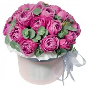 19 Пионовидных роз в шляпной коробке