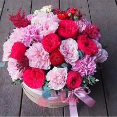 """Розы в шляпной коробке  """"Леди"""""""