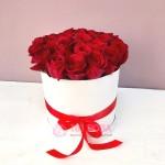 """Розы в шляпной коробке """"Алая заря"""""""