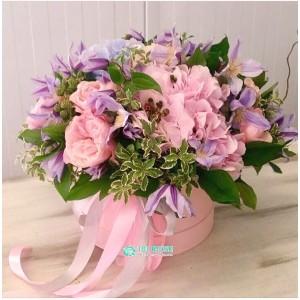 """Букет цветов в коробке """"Кабриолет"""""""
