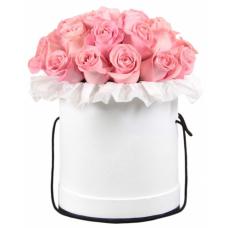 """Розы в шляпной коробке """"Очарование"""""""
