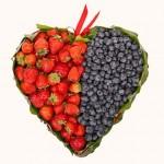 Сердце из клубники