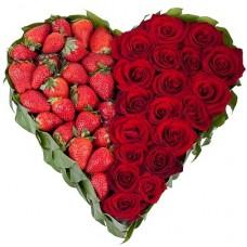 """Сердце из 19 Роз и клубники """"Формула любви"""""""